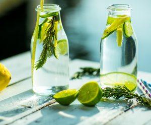 detox, bevanda sana, cetrioli, limoni