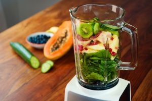 smoothie, spinaci, mirtilli, avocado, cetriolo, frutta fresca, detox