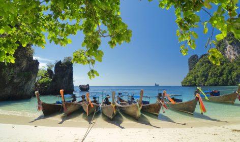 Spiaggia dalla sabbia bianca in Thailandia