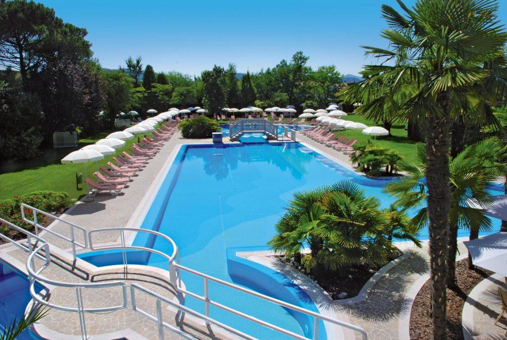 Ermitage, vista della piscina esterna