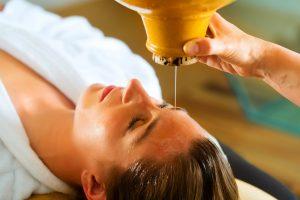 Massaggio con olii ayurveda