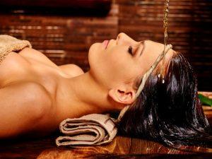 Flusso sulla fronte - trattamento ayurvedico