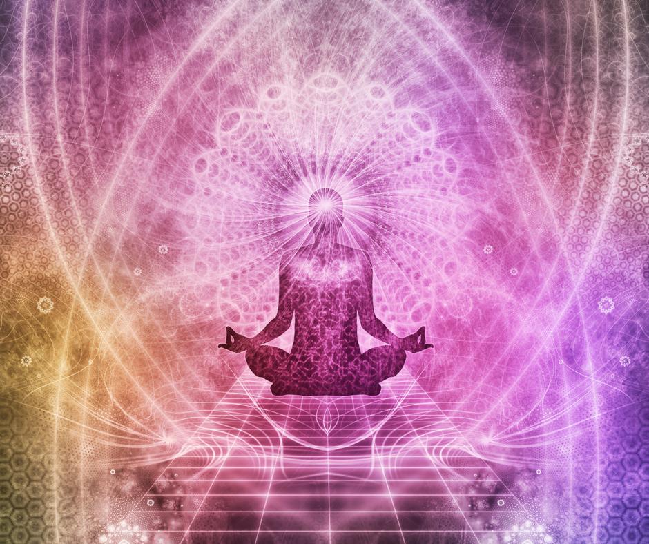 Immagine che mostra un uomo in posizione del loto.